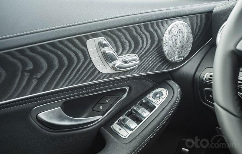 Bán Mercedes-Benz GLC 300 2019 mới 100% KM khủng lh_ 0989.686.948-6