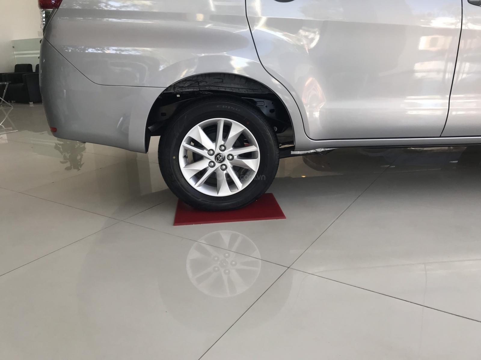 Cần bán xe Toyota Innova 2.0E SX 2019, màu xám, giá 771tr-7