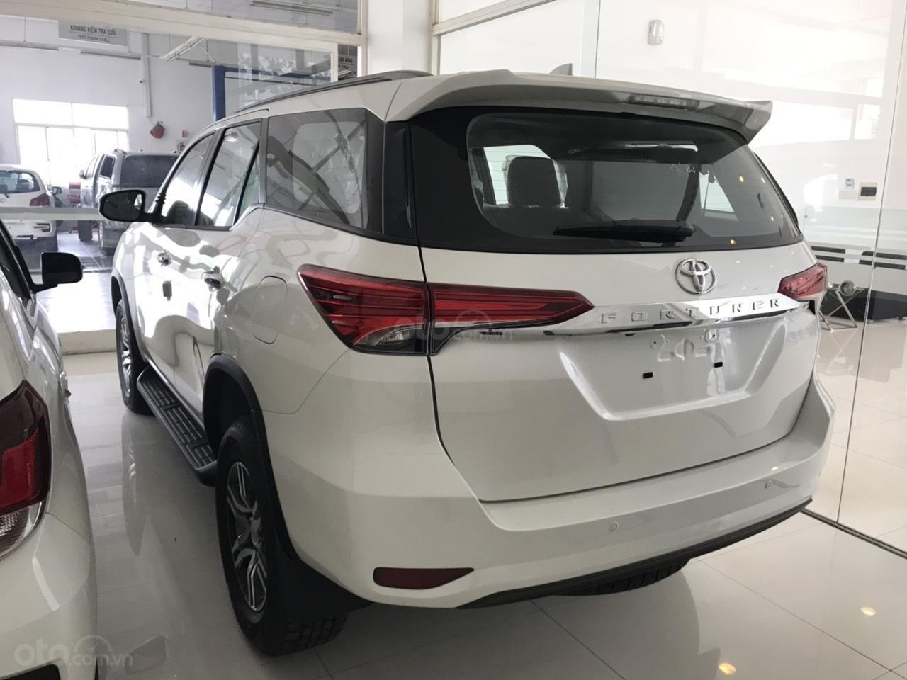 Bán Toyota Fortuner 2.7 AT 2019, màu trắng, xe nhập-2