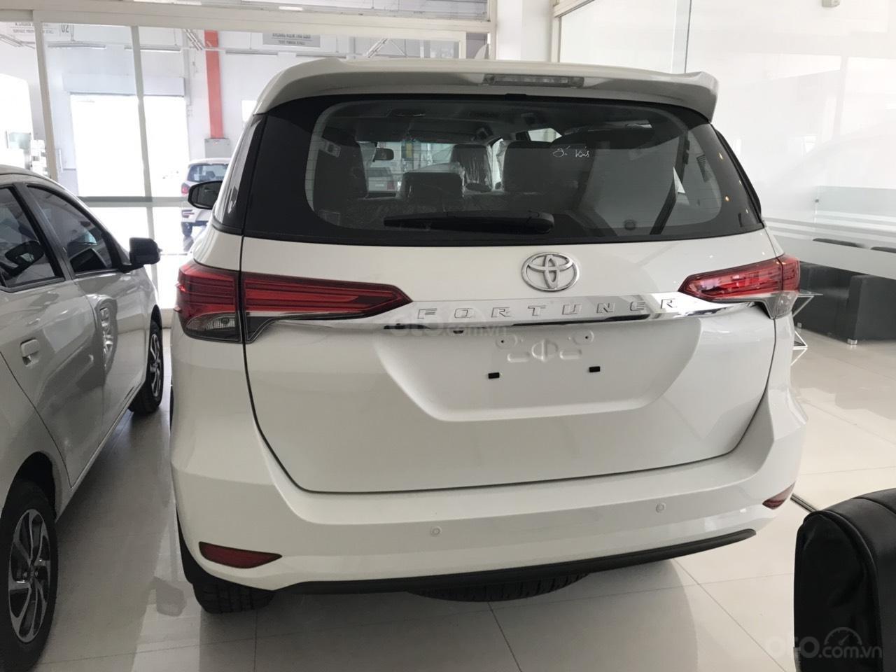 Bán Toyota Fortuner 2.7 AT 2019, màu trắng, xe nhập-3