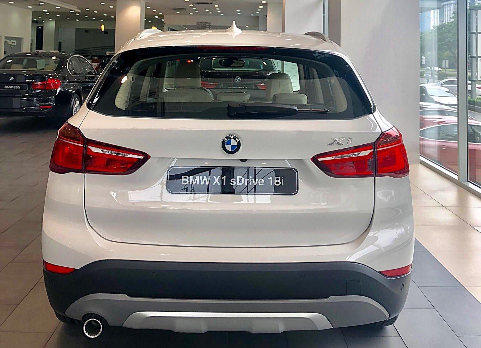Đánh giá xe BMW X1 2019 về thiết kế đuôi xe.