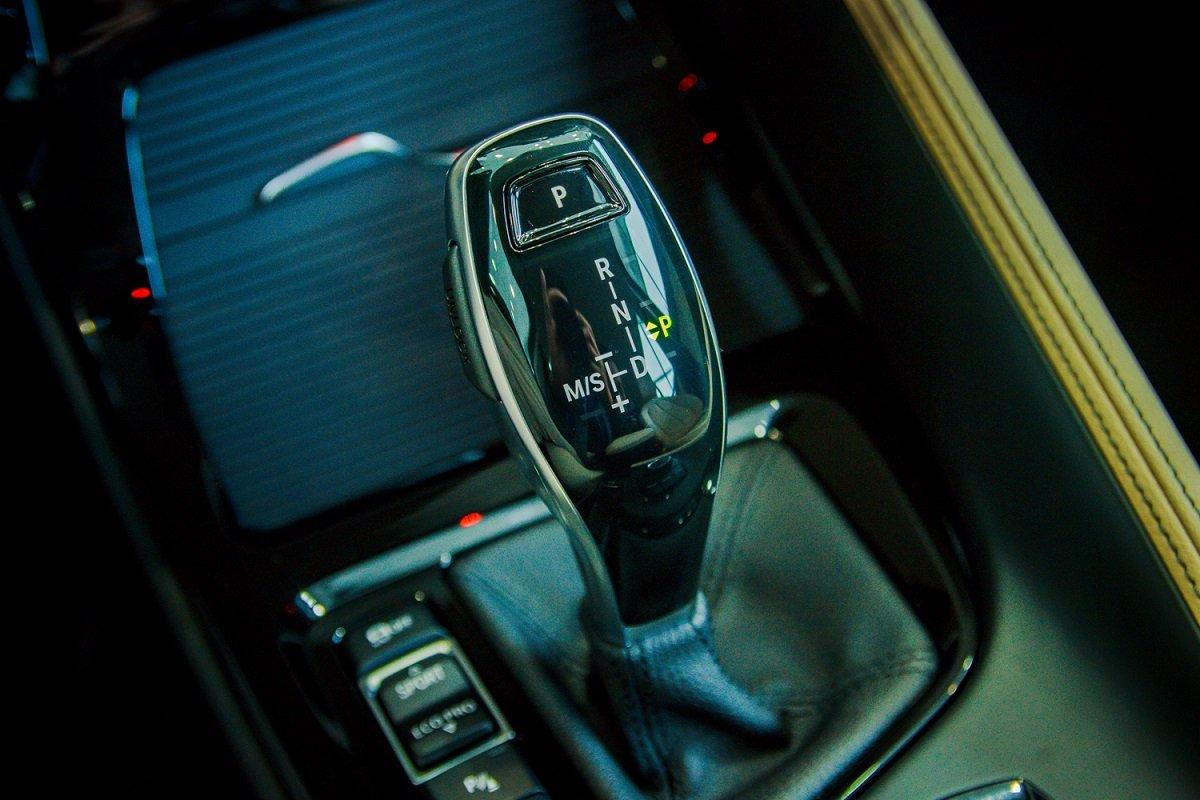 Đánh giá xe BMW X1 2019 về nội thất: Cần gạt số.