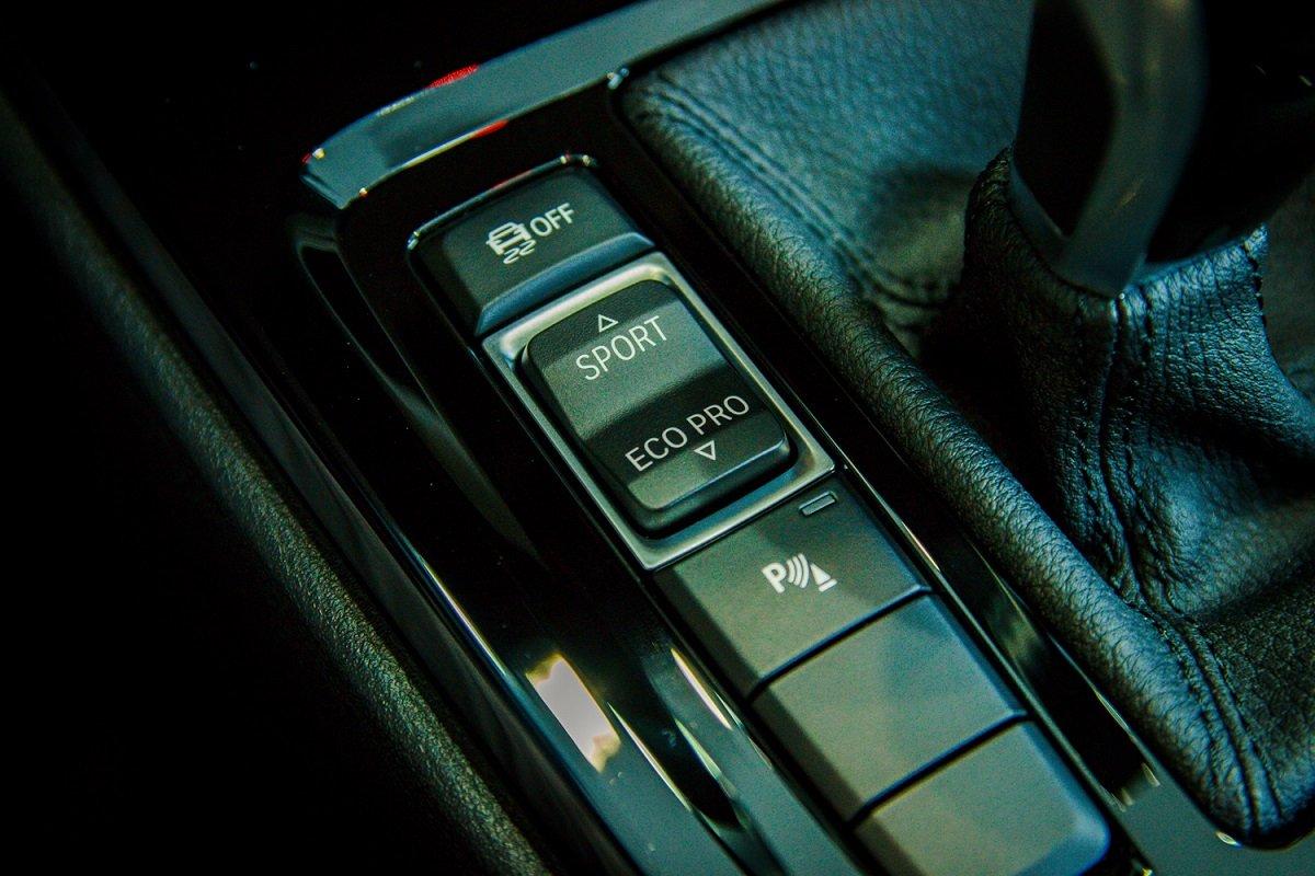 Đánh giá xe BMW X1 2019 về nội thất: Nút điều khiển.