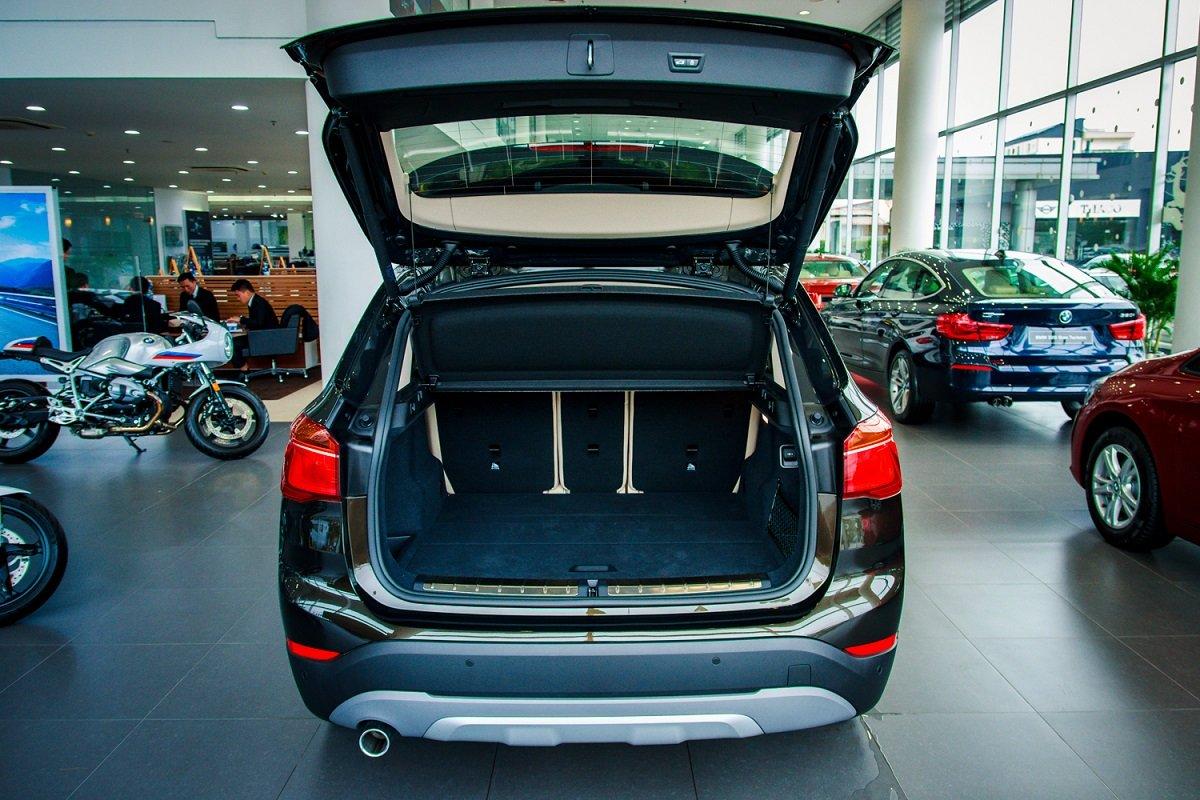 Đánh giá xe BMW X1 2019 về khoang hành lý.