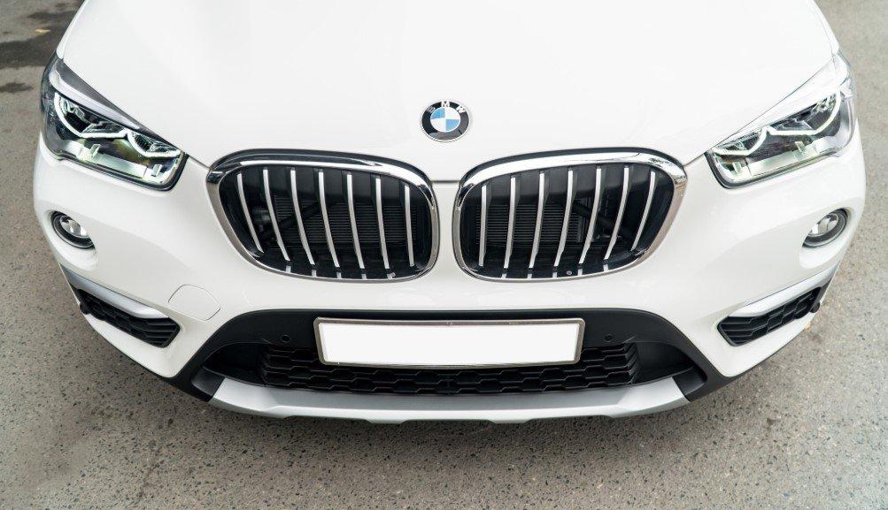Đánh giá xe BMW X1 2019 về thiết kế đầu xe: Lưới tản nhiệt.