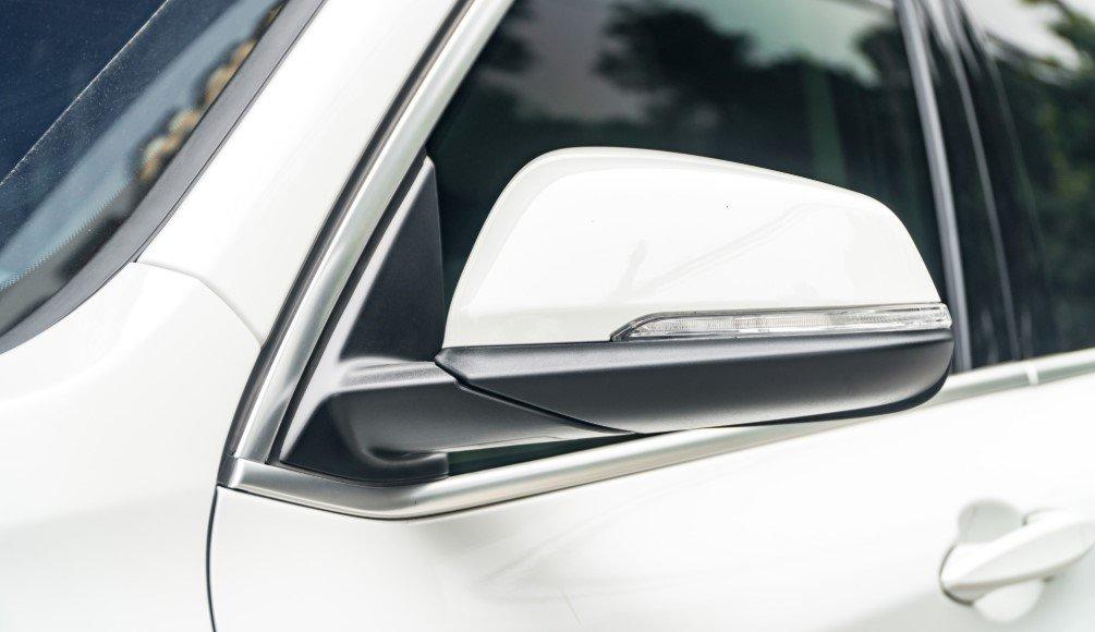 Đánh giá xe BMW X1 2019 về thiết kế thân xe: Gương chiếu hậu.