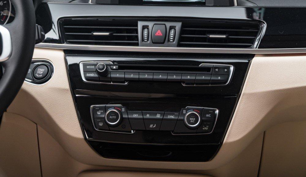 Đánh giá xe BMW X1 2019 về nội thất: Bảng điều khiển.