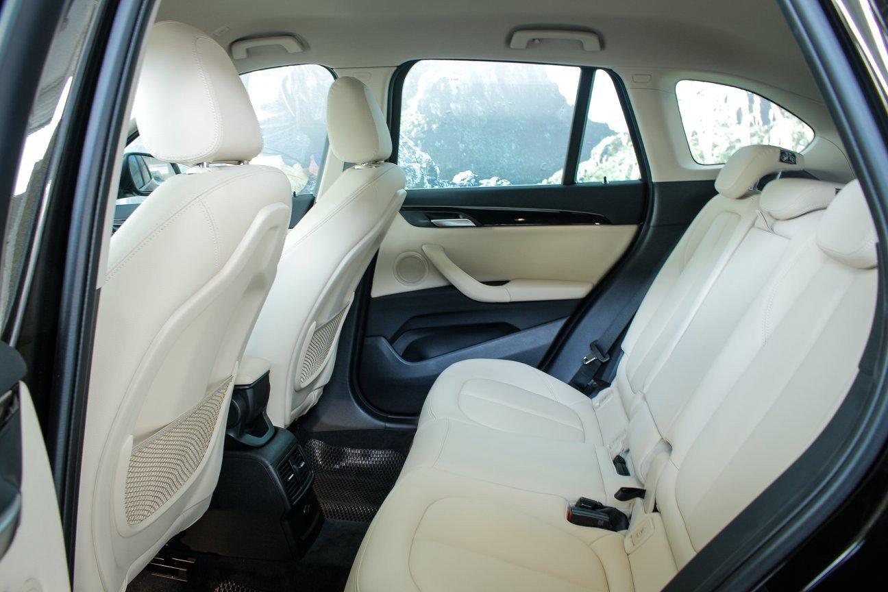 Đánh giá xe BMW X1 2019 về thiết kế ghế ngồi: Hàng ghế sau.