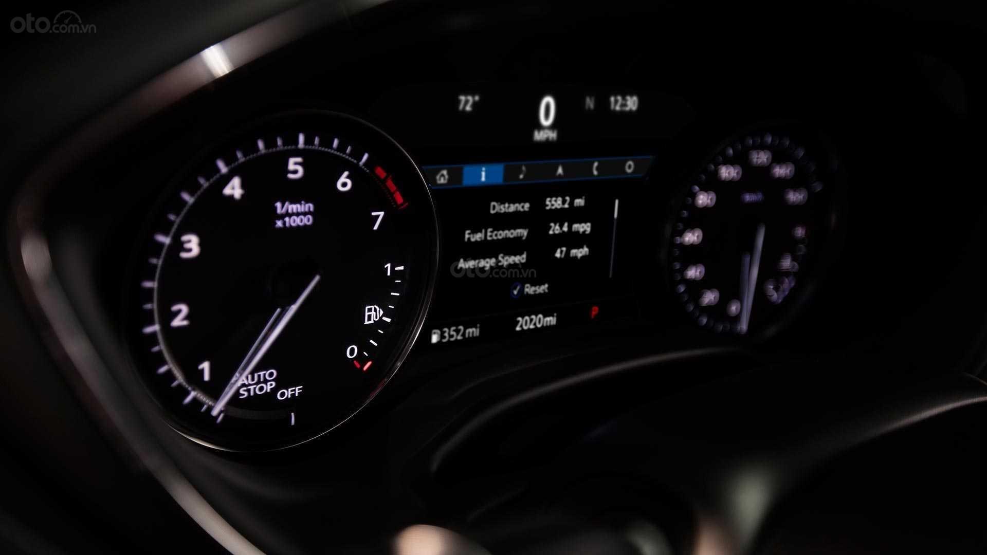 Đánh giá xe Cadillac CT5 2020 - cụm đồng hồ lái