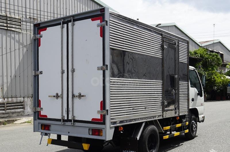 Bán xe tải Isuzu 2t2 thùng kín, xe nhập khẩu mới 100%-2