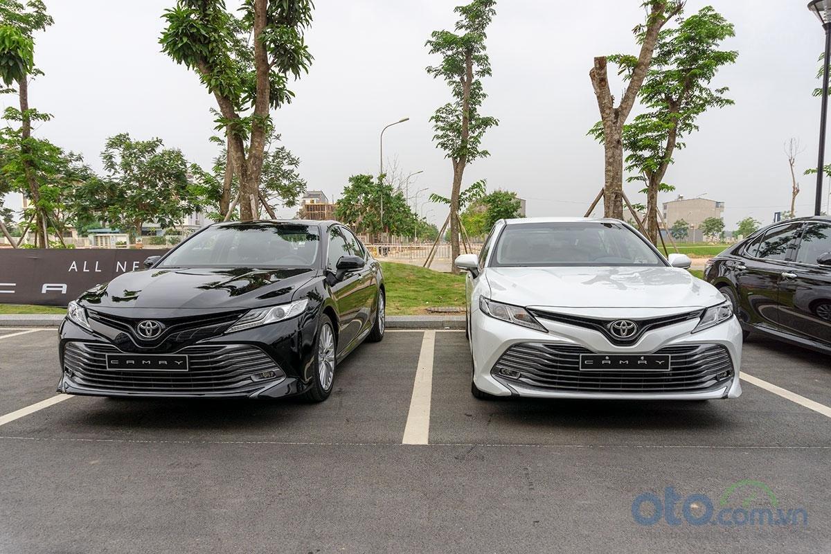 Đánh giá xe Toyota Camry 2019: Đầu xe trông ấn tượng.