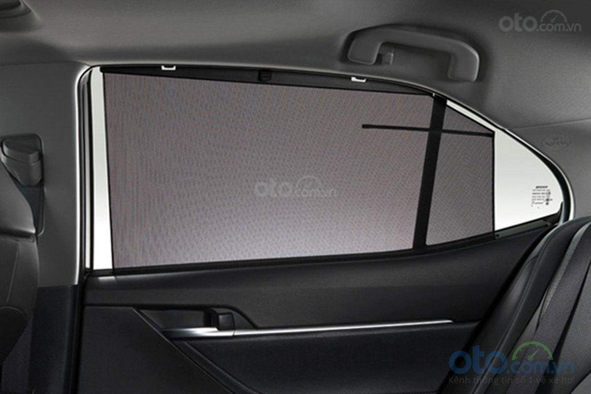 Toyota Camry 2.5Q 2019: Rèm che cửa.