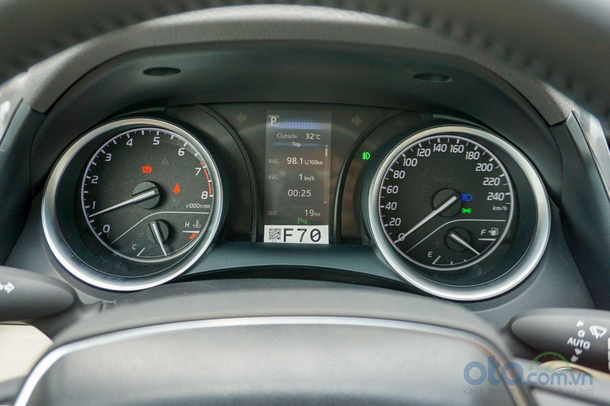 Toyota Camry 2.0G 2019: Bảng đồng hồ.
