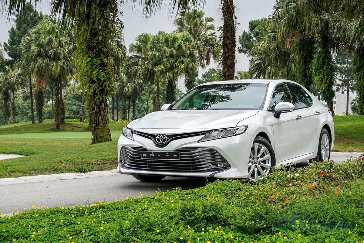 Toyota Camry 2.0G 2019: Góc nhìn 3/4.