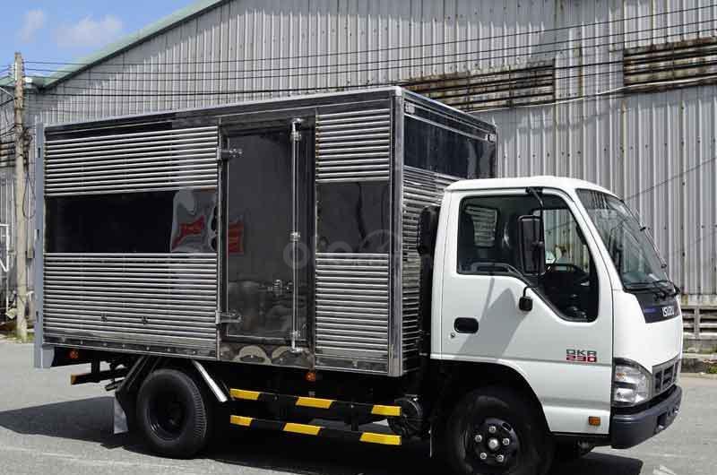 Bán xe tải Isuzu 2t2 thùng kín, xe nhập khẩu mới 100%-1
