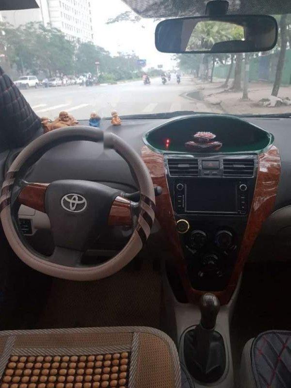Bán Toyota Vios đời 2013, màu bạc-2