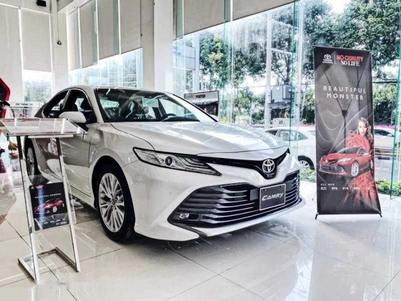 Bán Toyota Camry năm 2019, màu trắng, xe nhập-4