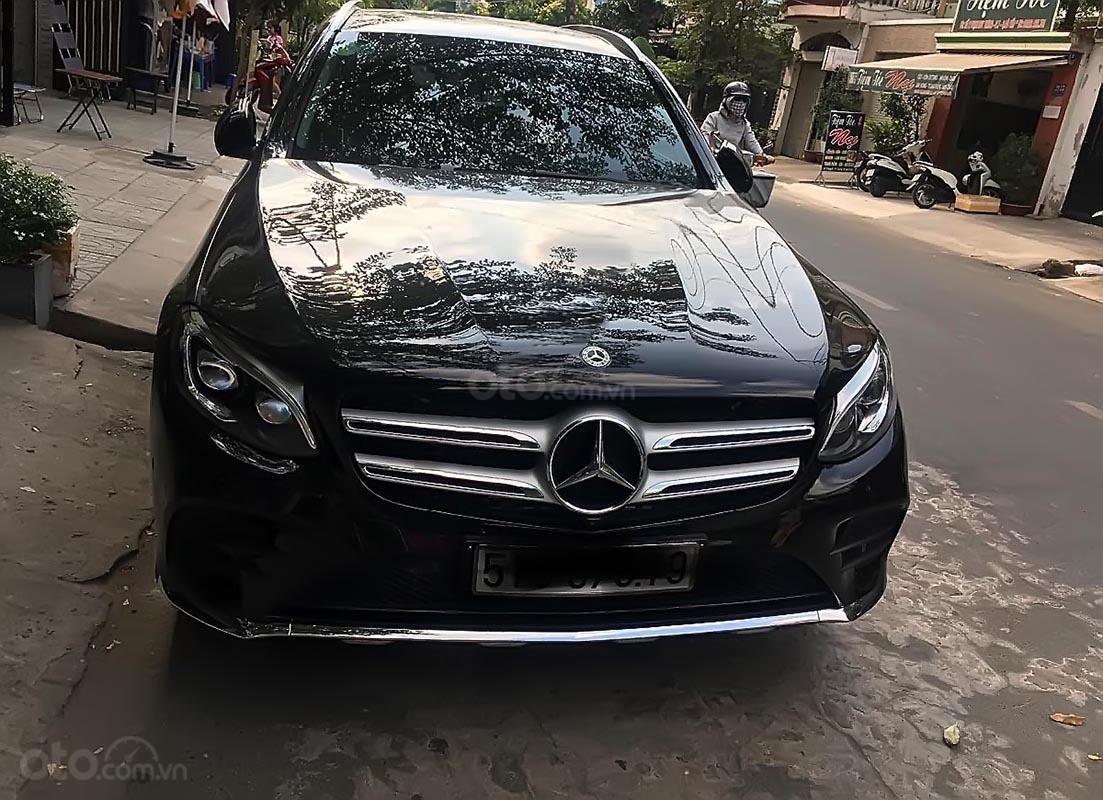 Bán Mercedes GLC 300 4Matic đời 2018, màu đen số tự động-0