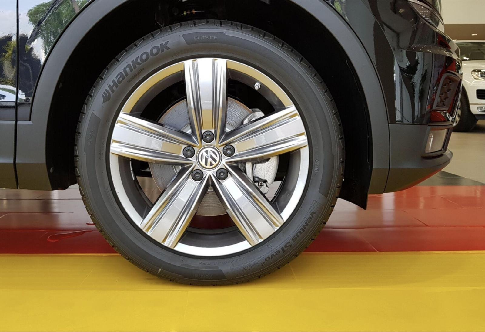 1.8 tỷ có thể mua được xe gì??? Xe Đức 7 chỗ Tiguan AllSpace giá lăn bánh kèm BHVC chưa đến 1.8 tỷ Hotline: 090 68768 54 (7)