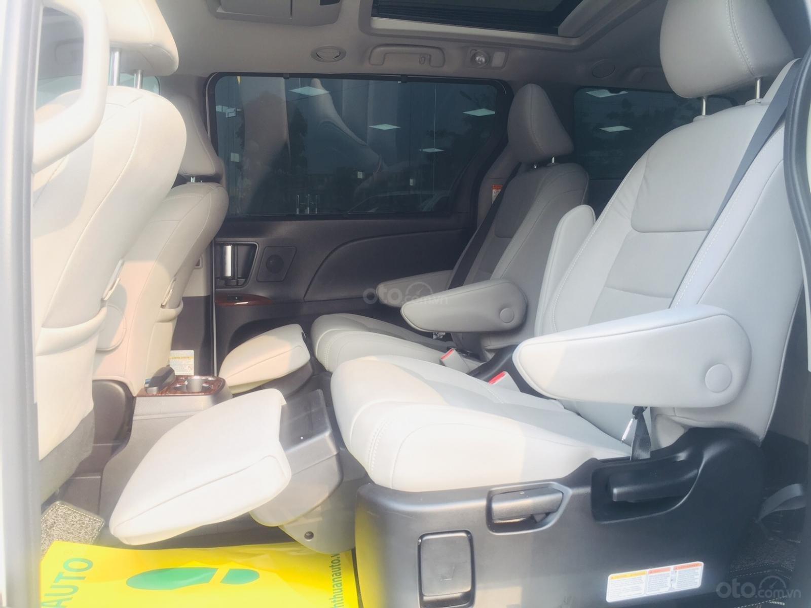 Bán xe Toyota Sienna Limidted Sx 2018, màu trắng, siêu lướt 2000km - LH: 0982.84.2838-16