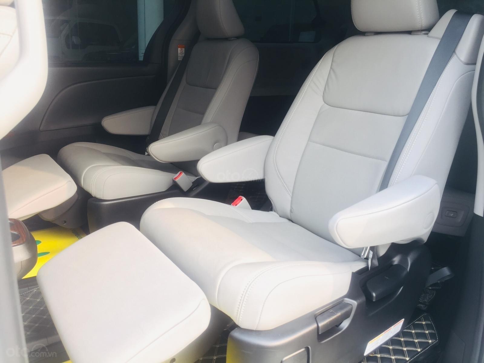 Bán xe Toyota Sienna Limidted Sx 2018, màu trắng, siêu lướt 2000km - LH: 0982.84.2838-18