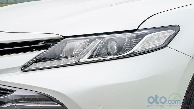 Đèn pha Toyota Camry 2.0G 2019...