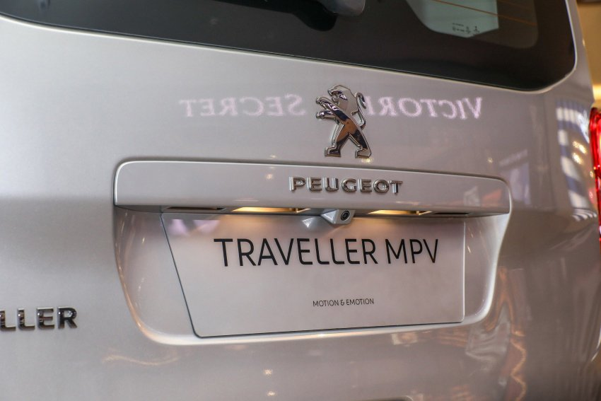 Ảnh chụp logo xe Peugeot Traveller 2019