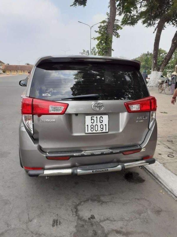 Bán Toyota Innova 2.0E đời 2018, màu bạc, 700tr-1
