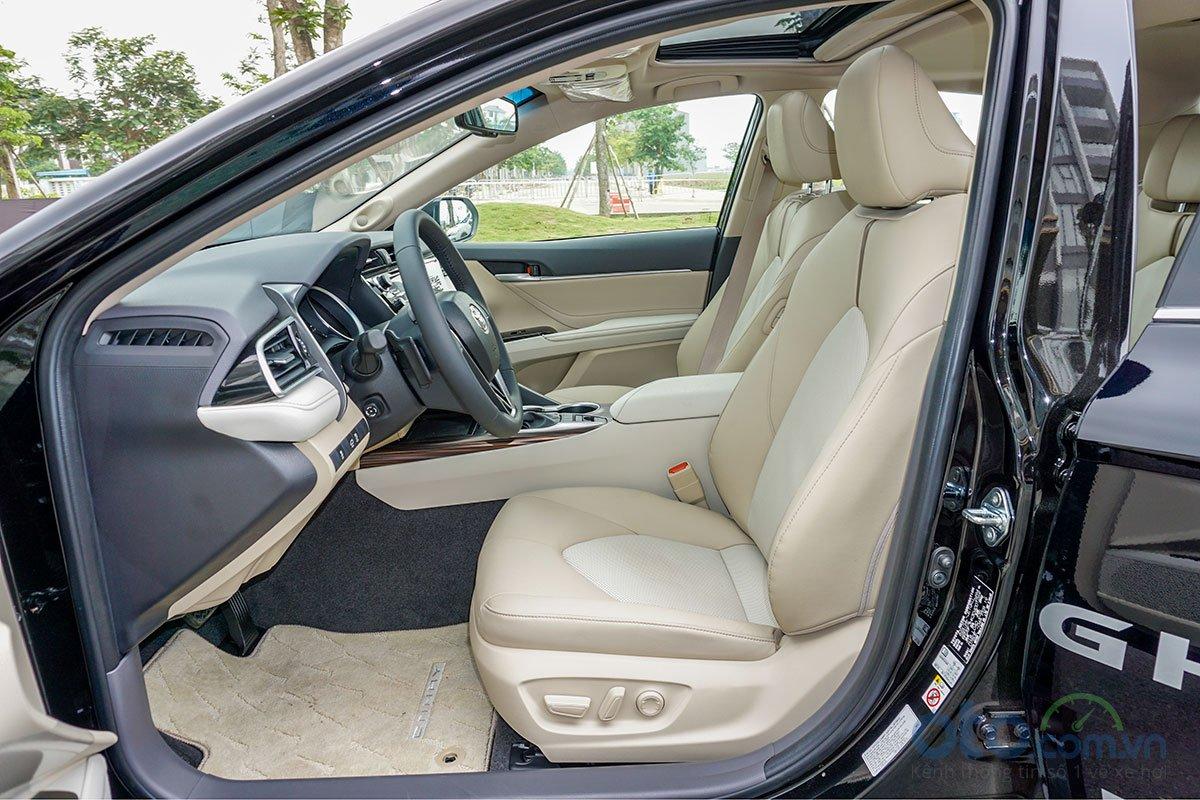 Đánh giá xe Toyota Camry 2019: hệ thống ghế ngồi.