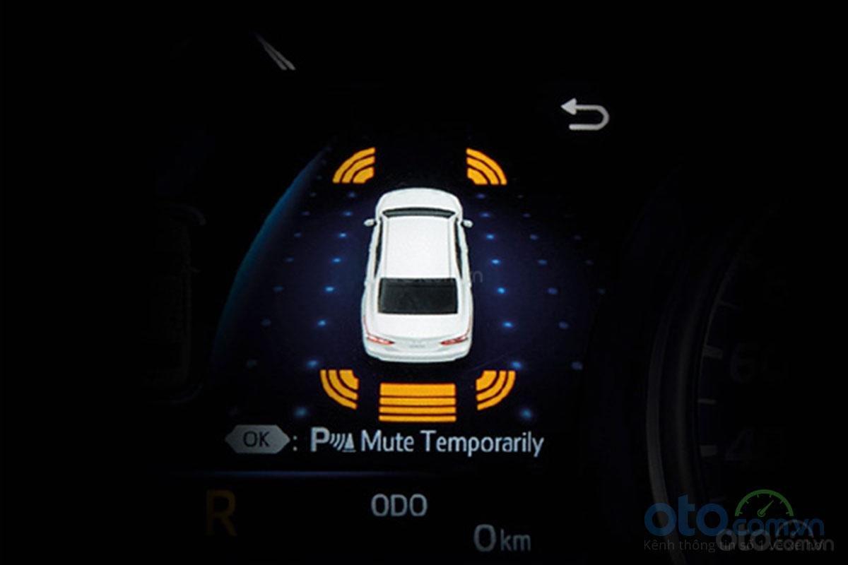 Đánh giá xe Toyota Camry 2019: Cảnh báo va chạm phía sau.
