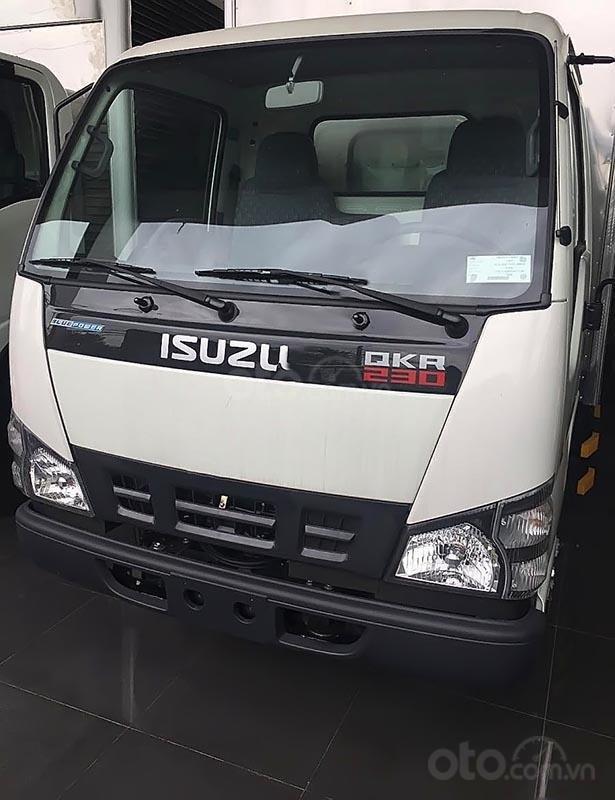 Bán xe tải Isuzu 2,5 tấn, mới 100%, xe lưu thông trong TP (1)
