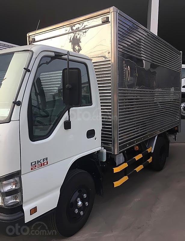 Bán xe tải Isuzu 2,5 tấn, mới 100%, xe lưu thông trong TP (2)