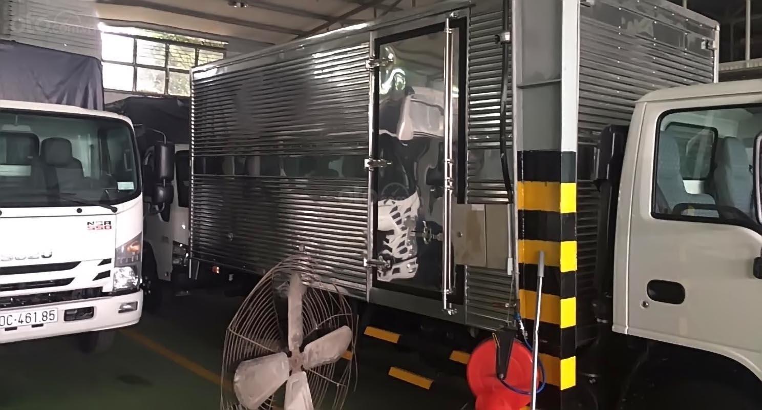 Bán xe tải Isuzu 2,5 tấn, mới 100%, xe lưu thông trong TP (4)