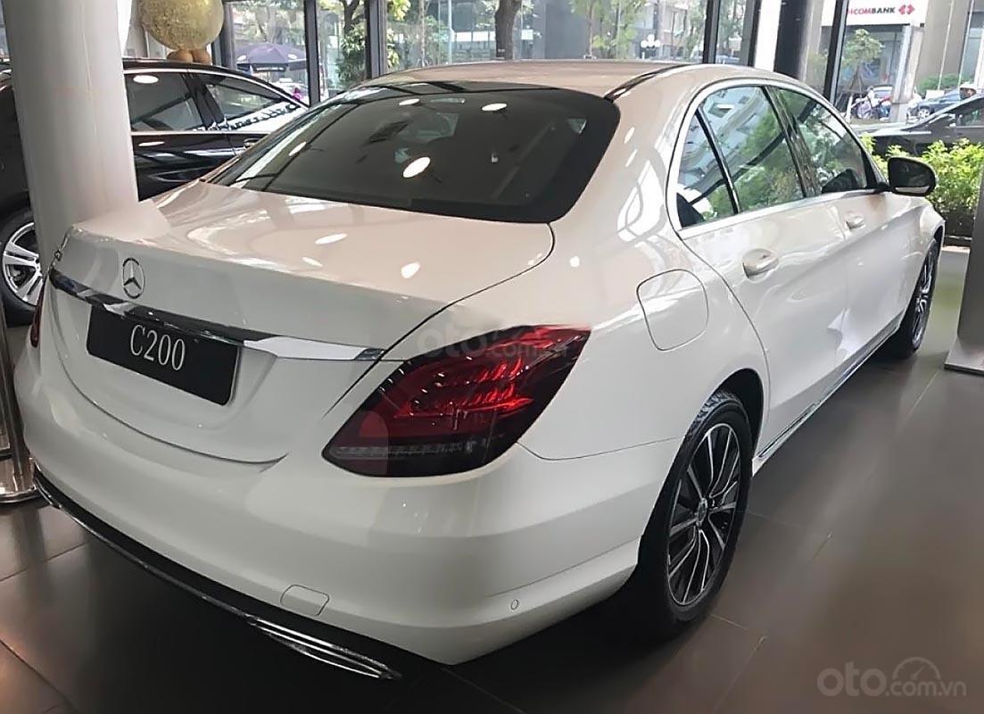 Bán xe Mercedes C200 sản xuất năm 2019, màu trắng-2