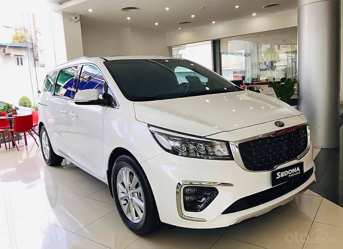 Bán ô tô Kia Sedona Platinum G 2019, màu trắng, mới 100%-0