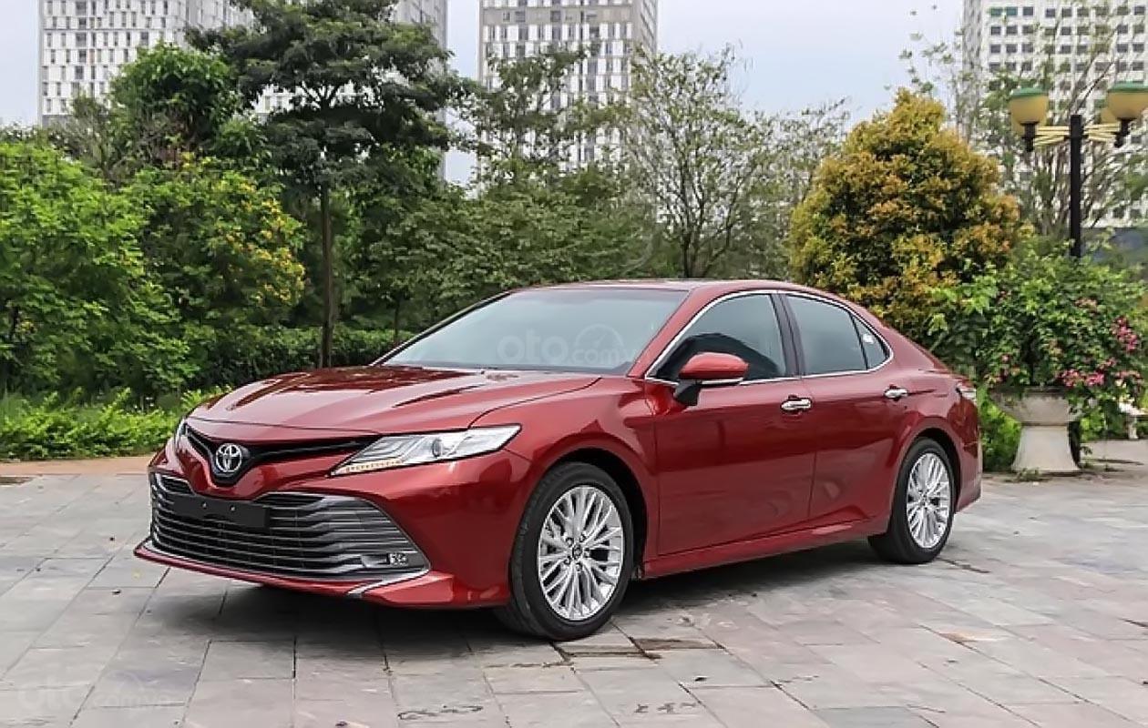 Bán Toyota Camry 2.5Q 2019 với nhiều chức năng mới (1)