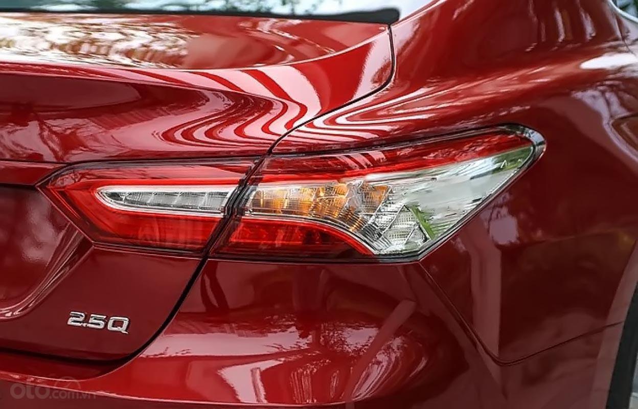 Bán Toyota Camry 2.5Q 2019 với nhiều chức năng mới-1