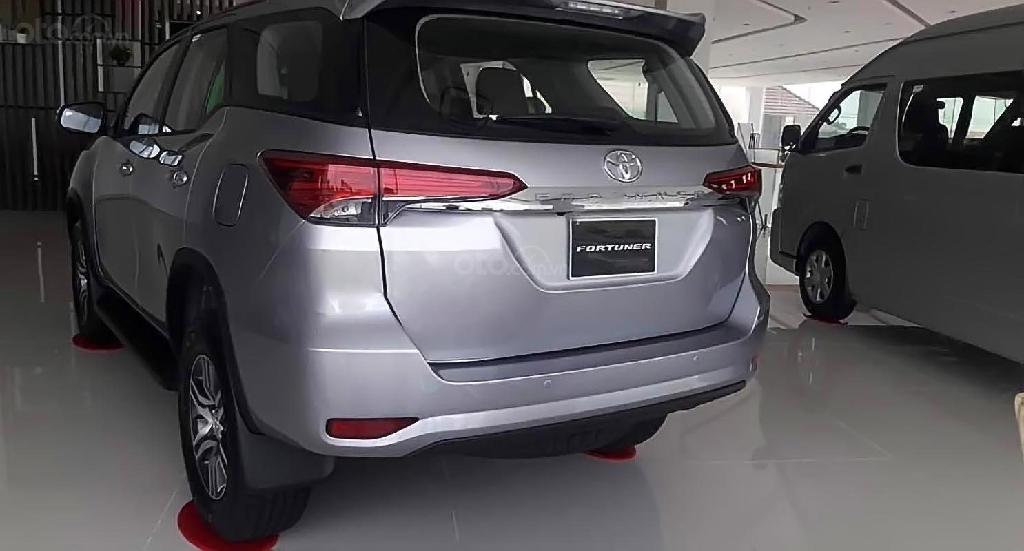Bán Toyota Fortuner - Nhập khẩu Indonesia, xe màu bạc, giao ngay-1