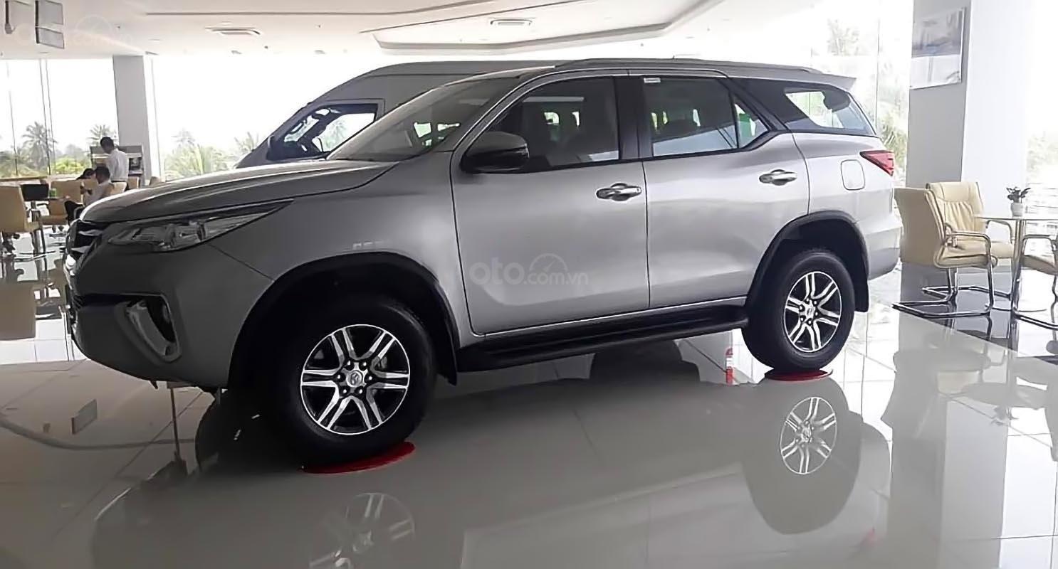 Bán Toyota Fortuner - Nhập khẩu Indonesia, xe màu bạc, giao ngay-0