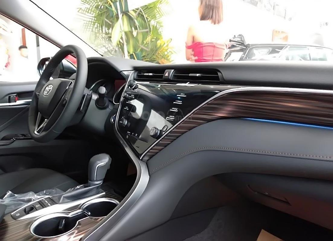 Toyota Phú Mỹ Hưng bán ô tô Toyota Camry năm sản xuất 2019, màu đen, xe nhập-1
