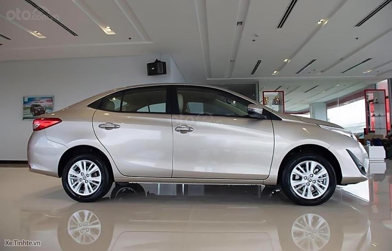 Cần bán xe Toyota Vios 1.5G AT đời 2019, màu bạc, mới 100%-1