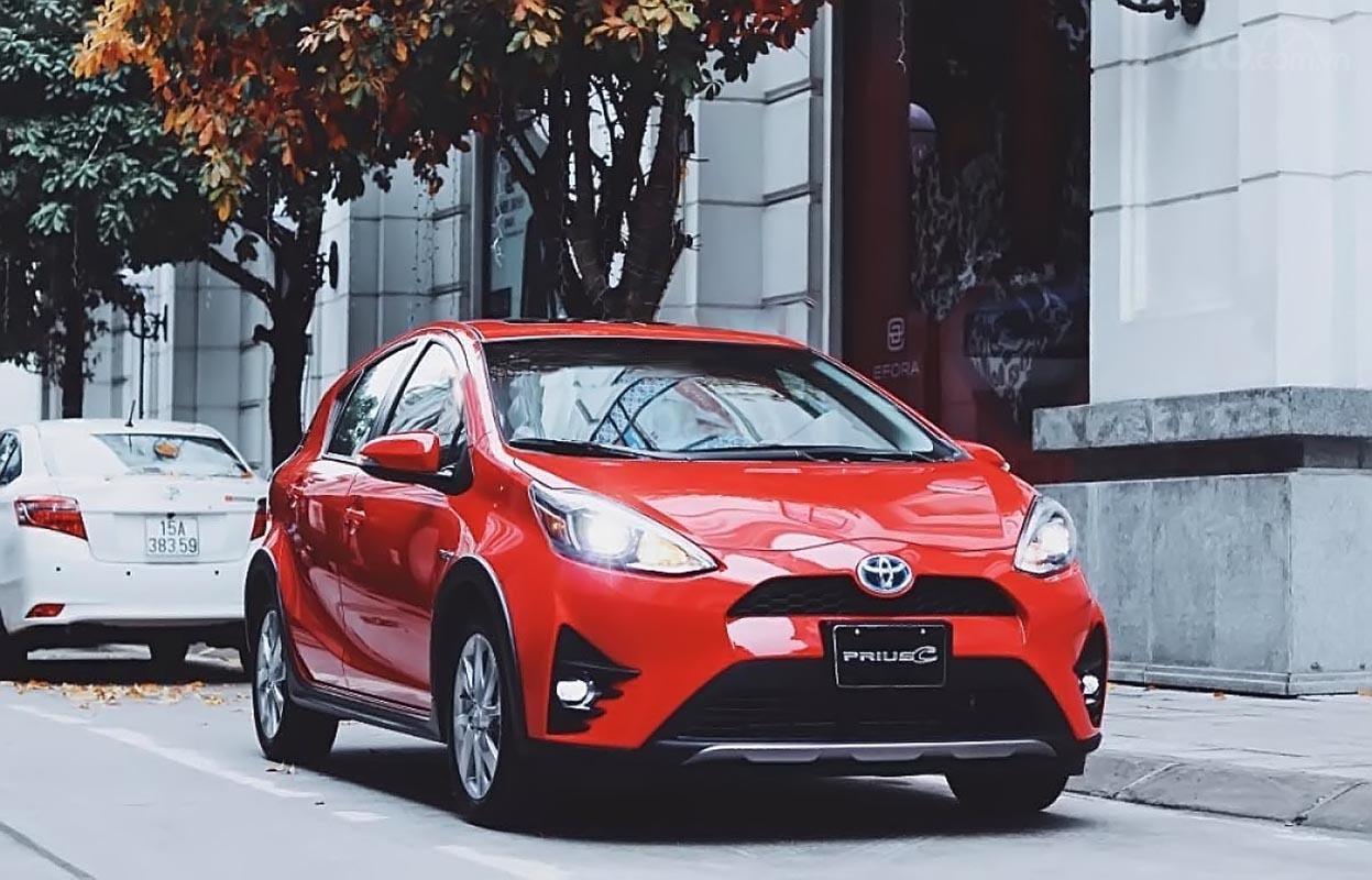Bán Toyota Prius C Four đời 2018, màu đỏ, xe nhập-0