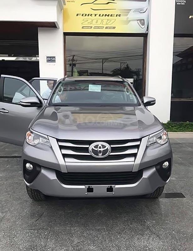Bán Toyota Fortuner 2.4G 4x2 MT 2019, màu xám, nhập khẩu   (1)