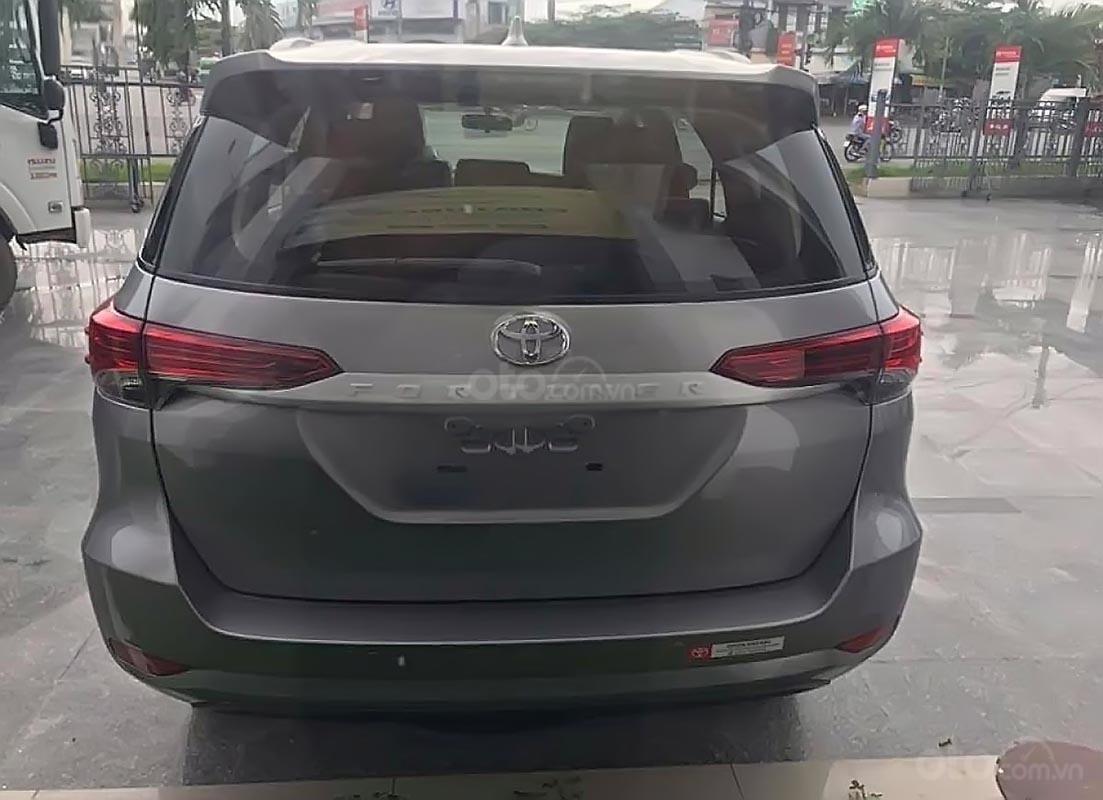 Bán Toyota Fortuner 2.4G 4x2 MT 2019, màu xám, nhập khẩu   (2)