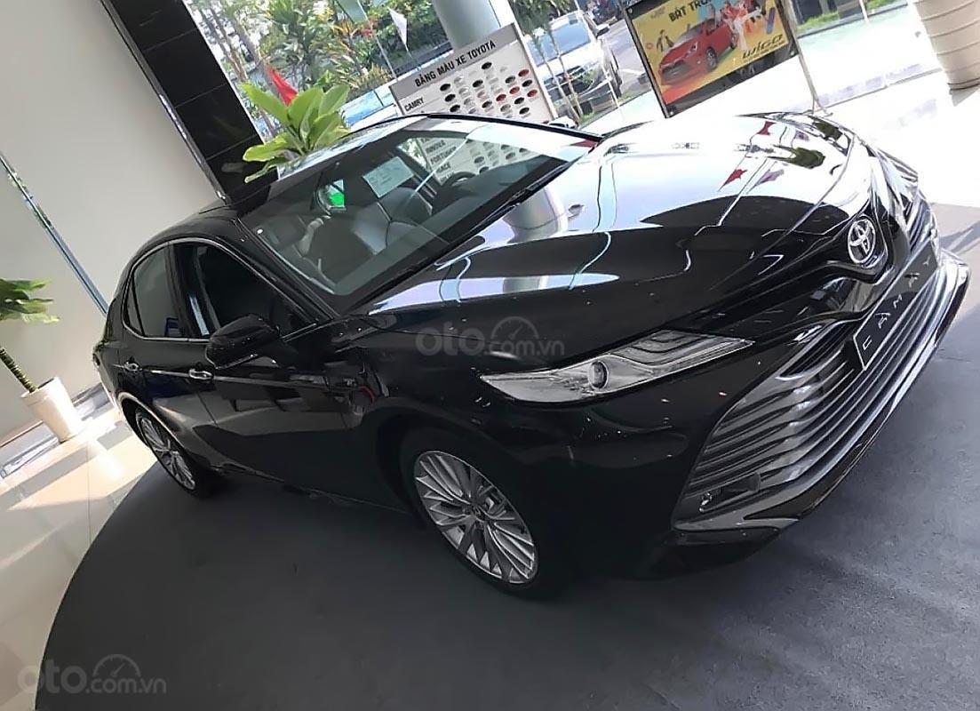 Bán Toyota Camry 2.5Q năm 2019, màu đen, xe nhập-0
