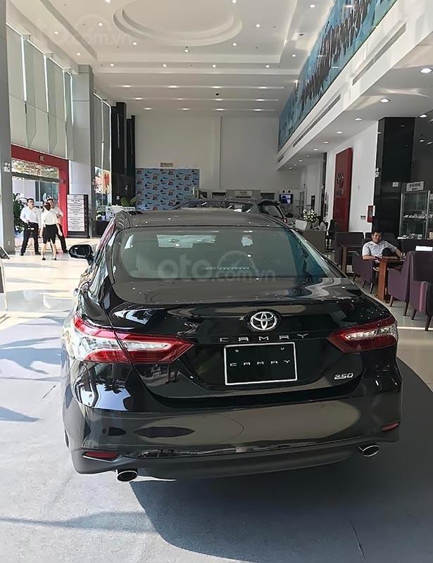 Bán Toyota Camry 2.5Q năm 2019, màu đen, xe nhập-1