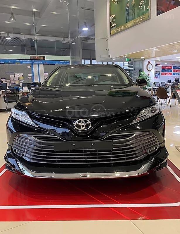 Bán xe Toyota Camry 2.5Q đời 2019, màu xanh lam, nhập khẩu-0