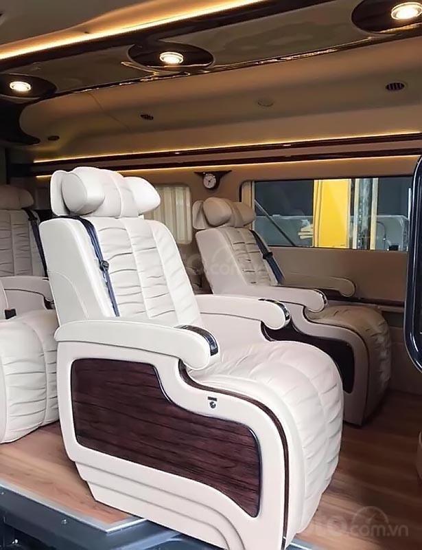 Cần bán Ford Transit S Limousine 2019, màu xanh lam, đưa trước 300 triệu giao xe ngay, bao đậu ngân hàng-4