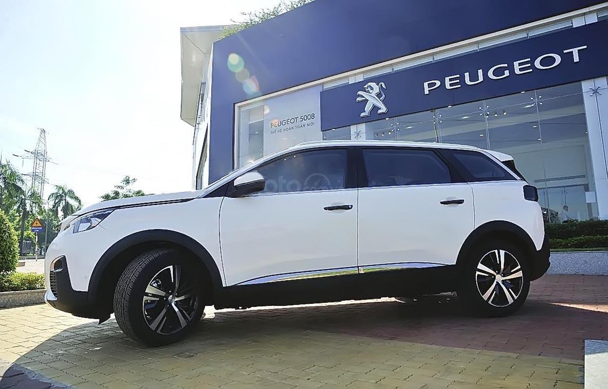Bán ô tô Peugeot 5008 1.6 AT 2019, màu trắng, mới 100%-0