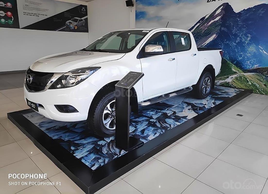 Cần bán Mazda BT 50 2.2L 4x2 ATH sản xuất 2018, màu trắng, nhập khẩu Thái Lan (1)